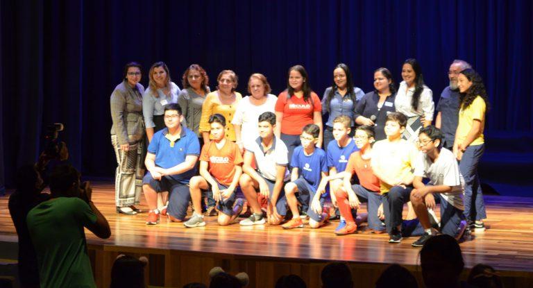 Foto: Estudantes do Século Manaus fazem jornal com base no conteúdo e indicações do Geekie One